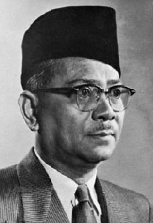 Malaysia glasses trend on famous malaysian icons